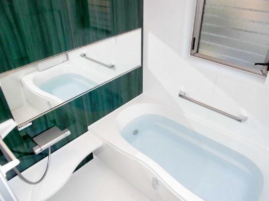 清潔性が高くお手入れがしやすい浴室にリフォームの事例写真
