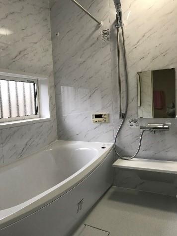 経年劣化した浴室を高級感ある浴室にリフォームの事例写真