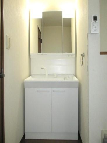 ローコストでスタイリッシュな洗面台交換を実現!の事例写真