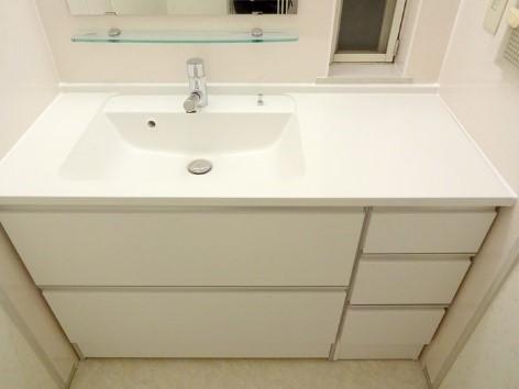 空間が一気に明るくなった洗面室へとリフォームの事例写真