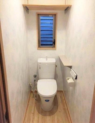 トイレ交換と内装リフォームでさわやかなトイレにリフォーム!の事例写真