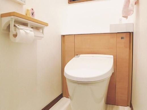見た目がスッキリとするタンクレストイレにリフォームの事例写真