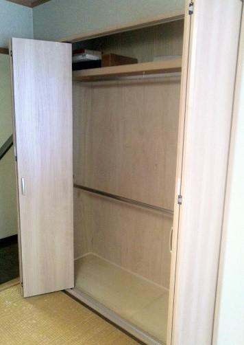 床の間と押入れを改修して、和室空間にあうクローゼットを作るリフォームの事例写真