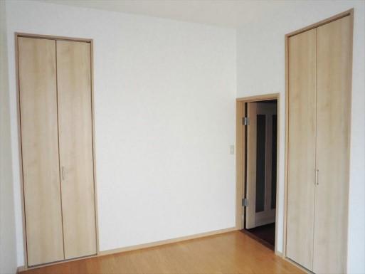 和室を完全に洋室にし、大容量収納も実現したリフォームの事例写真