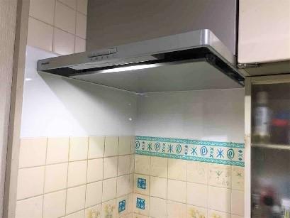 レンジフードを交換して綺麗なキッチンにリフォームの事例写真