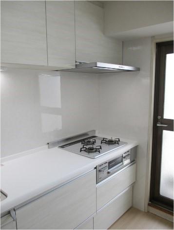 シンプルなデザインにこだわったキッチンにリフォームの事例写真
