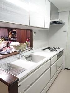 高級感あふれる対面キッチンにリフォームの事例写真