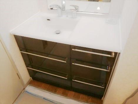 収納量が増え、使い勝手の良い洗面台へとリフォームの事例写真