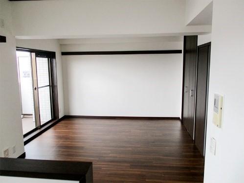 和室を洋室にし、ダイニングスペースを広げるリフォームの事例写真