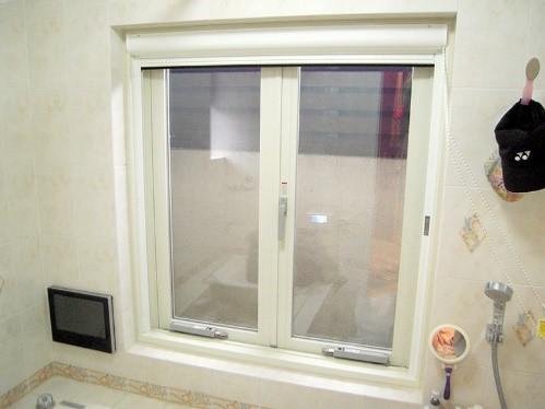 二重窓にして断熱機能を高めるリフォームの事例写真
