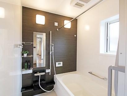 在来浴室の浴室を断熱機能備えたユニットバスにリフォームの事例写真