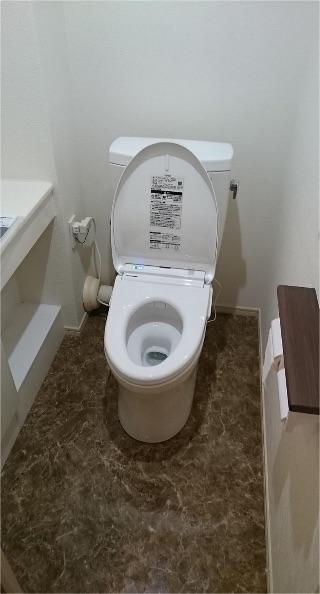 綺麗で機能的なトイレにリフォームの事例写真