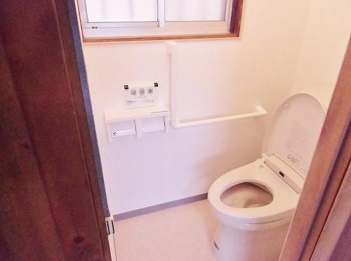 和式トイレを広々とした洋式トイレにリフォームの事例写真