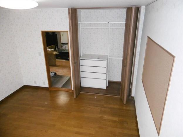 洋室を全面改装し、明るくきれいな子供部屋にリフォームの事例写真