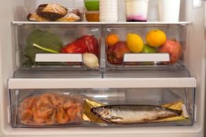 クリアケースを活用して、冷蔵庫の中まで収納力アップ