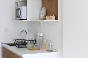 板壁風のインテリアシートで、キッチンの雰囲気が様変わり!