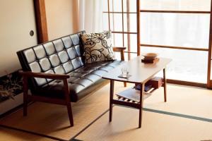 洋室向けの家具を組み合わせて和モダンなコーディネート