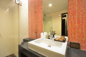 Luxury bathroom interior design for modern life style.