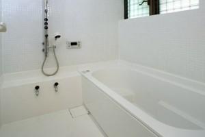 在来浴室 白タイル