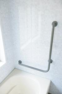 浴槽内の立ち座り用手すり(L字)