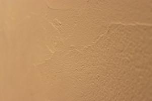 ③珪藻土(漆喰)を塗る