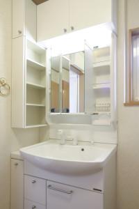 収納スペースのある洗面所