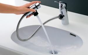 2-4.洗面台で洗髪、水汲みなどをする人におすすめ!シャワー水栓 メーカー