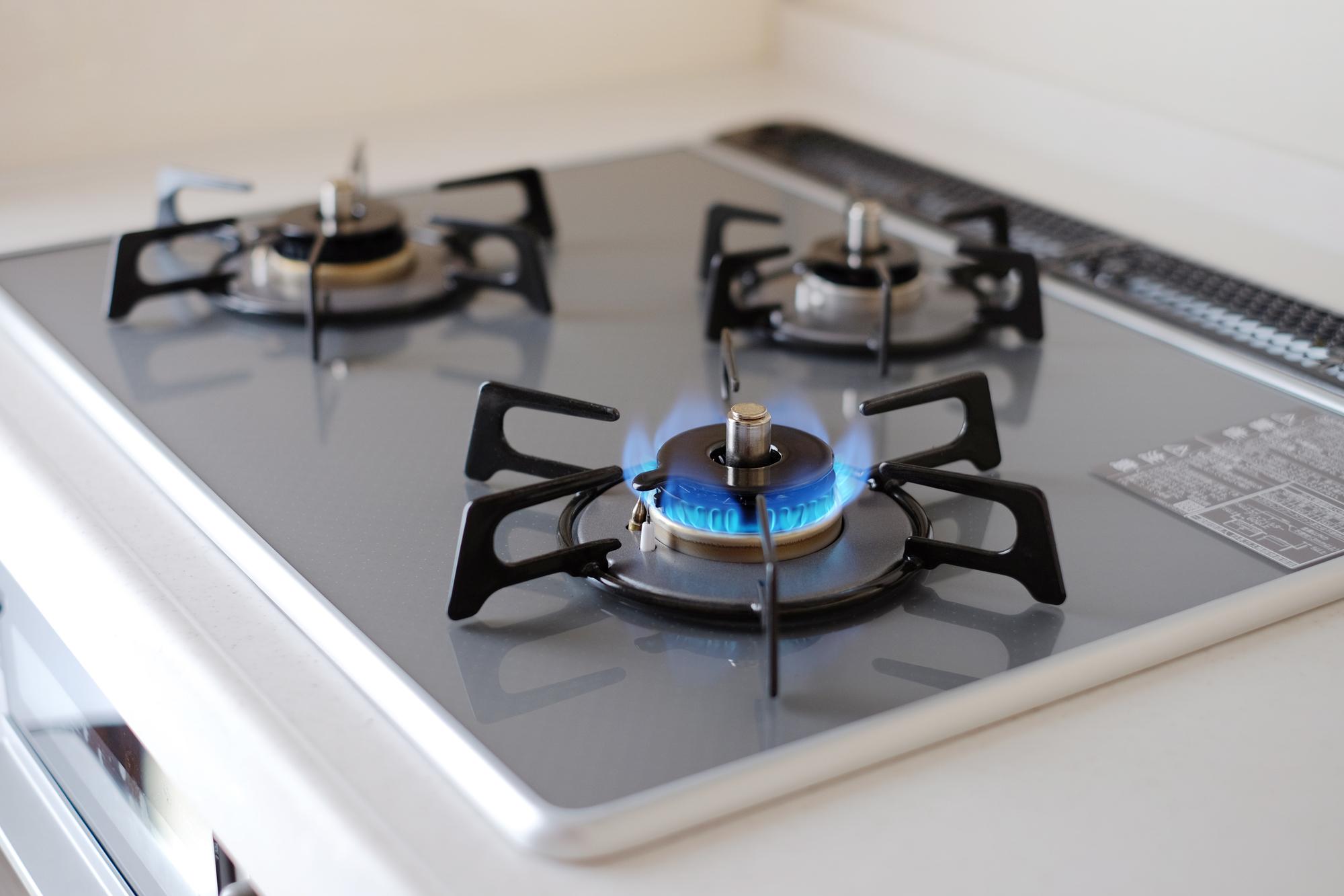 システムキッチンのコンロ交換費用・選び方・交換までの流れを解説