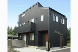 黒・木目調の家