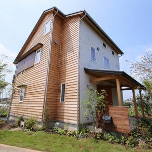 木質系サイディングの家